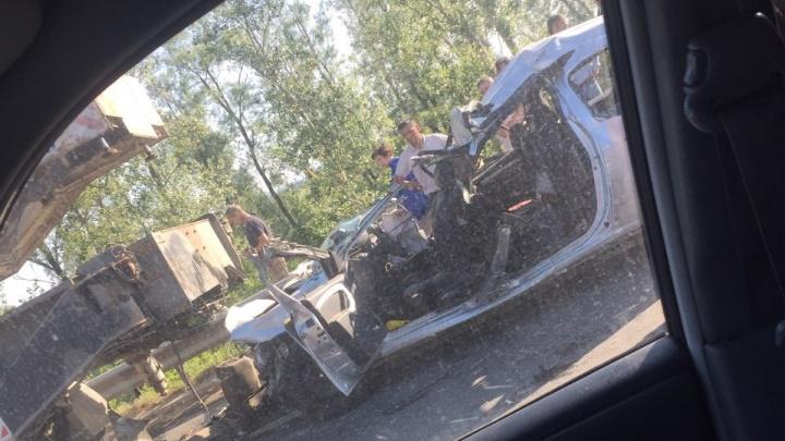 Автокран разорвал «Ларгус»: трое человек погибли в ДТПу моста через реку Сок под Самарой