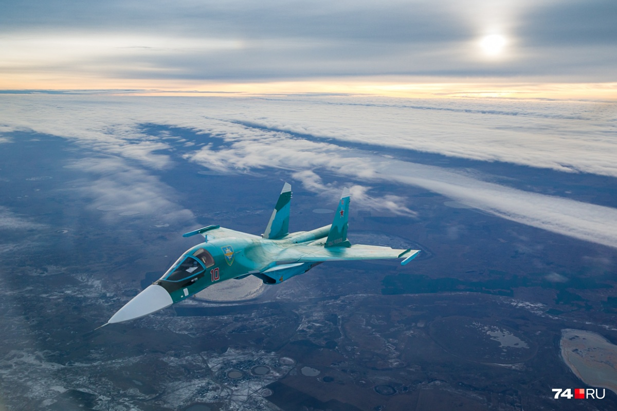 Су-34 — это модификация Су-27. Серийно производится с 2006 года на авиазаводе в Новосибирске