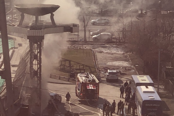 Пожар произошёл на трибуне со стороны улицы Каменской