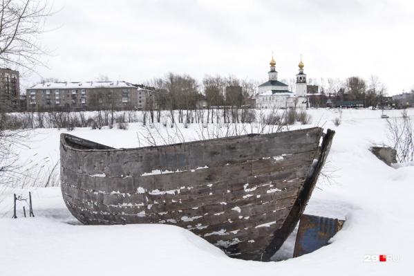 Глядя на архангельские весенние пейзажи даже не верится, что скоро река освободится ото льда. И будет лето.