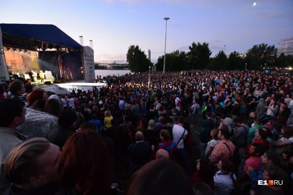 Главной площадкой фестиваля станет Октябрьская площадь, где выступит группаBrainstorm