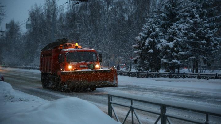 Фоторепортаж: Новосибирск засыпало снегом после сильной метели