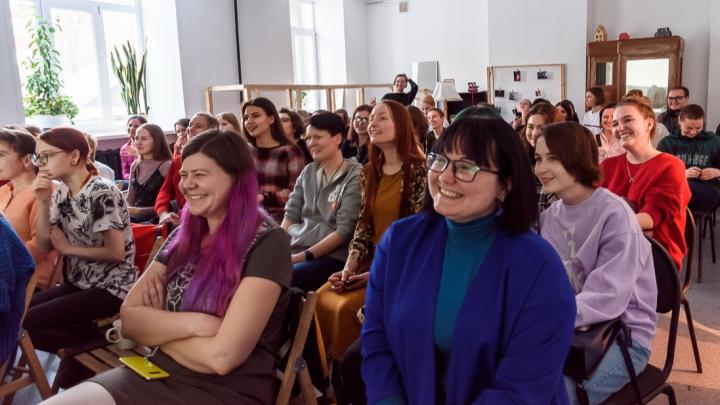 Проблему насилия над женщинами обсудили в Новосибирске