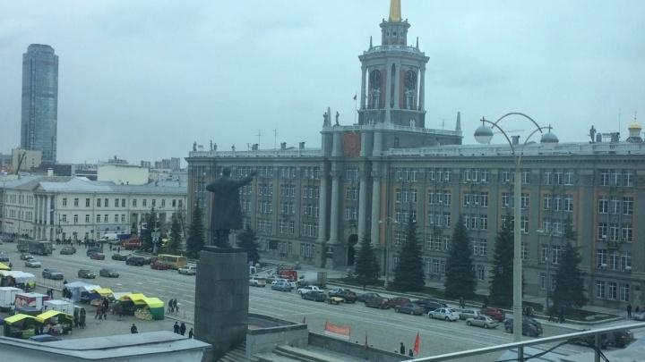 """В Екатеринбурге """"заминировали"""" администрацию и ещё несколько зданий"""