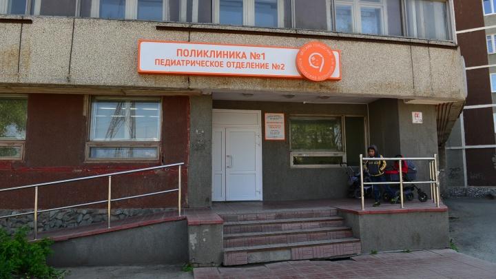 Школьница, выпавшая из окна дома на Сортировке, умерла в больнице