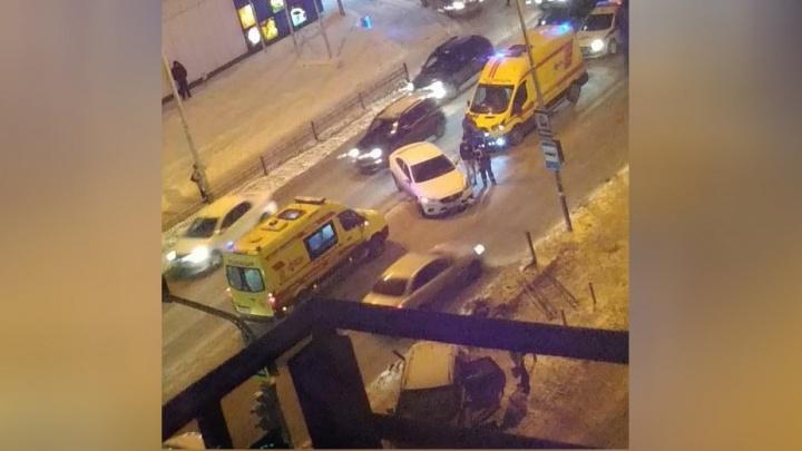 ДТП на Восточной, где Nissan вылетел на тротуар и сбил людей, попало на видео