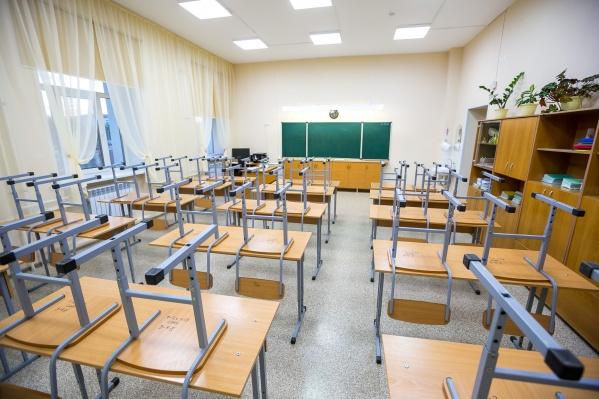 """Школа <nobr class=""""_"""">№&nbsp;151</nobr>, где и произошел конфликт, довольна молодая — ее сдали в 2011 году"""