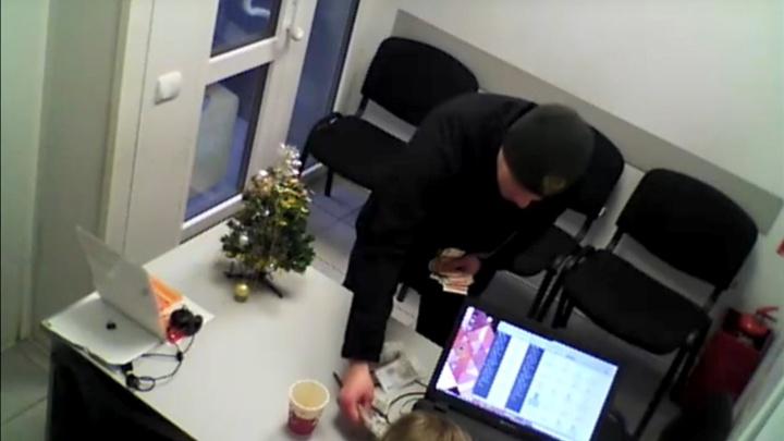 Самый вежливый грабитель Омска совершил третье преступление — его решили больше не отпускать