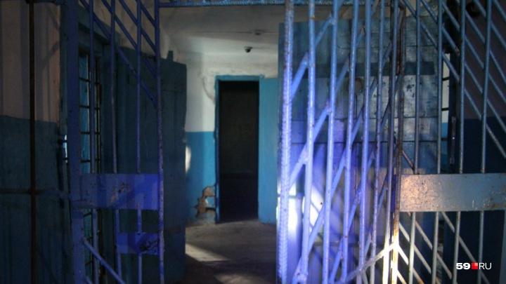 Осуждённый за пять преступлений сотрудник уголовного розыска Перми попросил о смягчении приговора