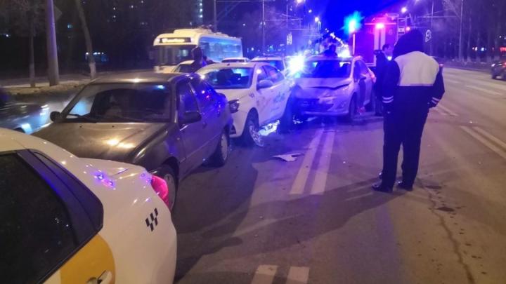 «Водитель был в странном состоянии»: в Самаре на Московском шоссе столкнулись 4 авто
