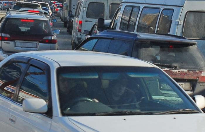 Последнее утро рабочей недели водители встретили в 8-балльных пробках