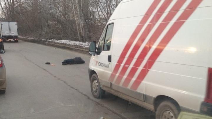 Грузовой фургон сбил пешехода на Егоршинском подходе
