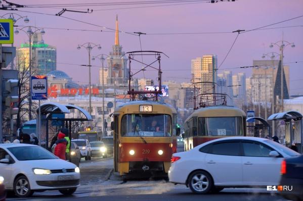 Когда трамвай подъедет к светофору, на котором горит красный, умная система автоматически уменьшит время работы запрещающего сигнала