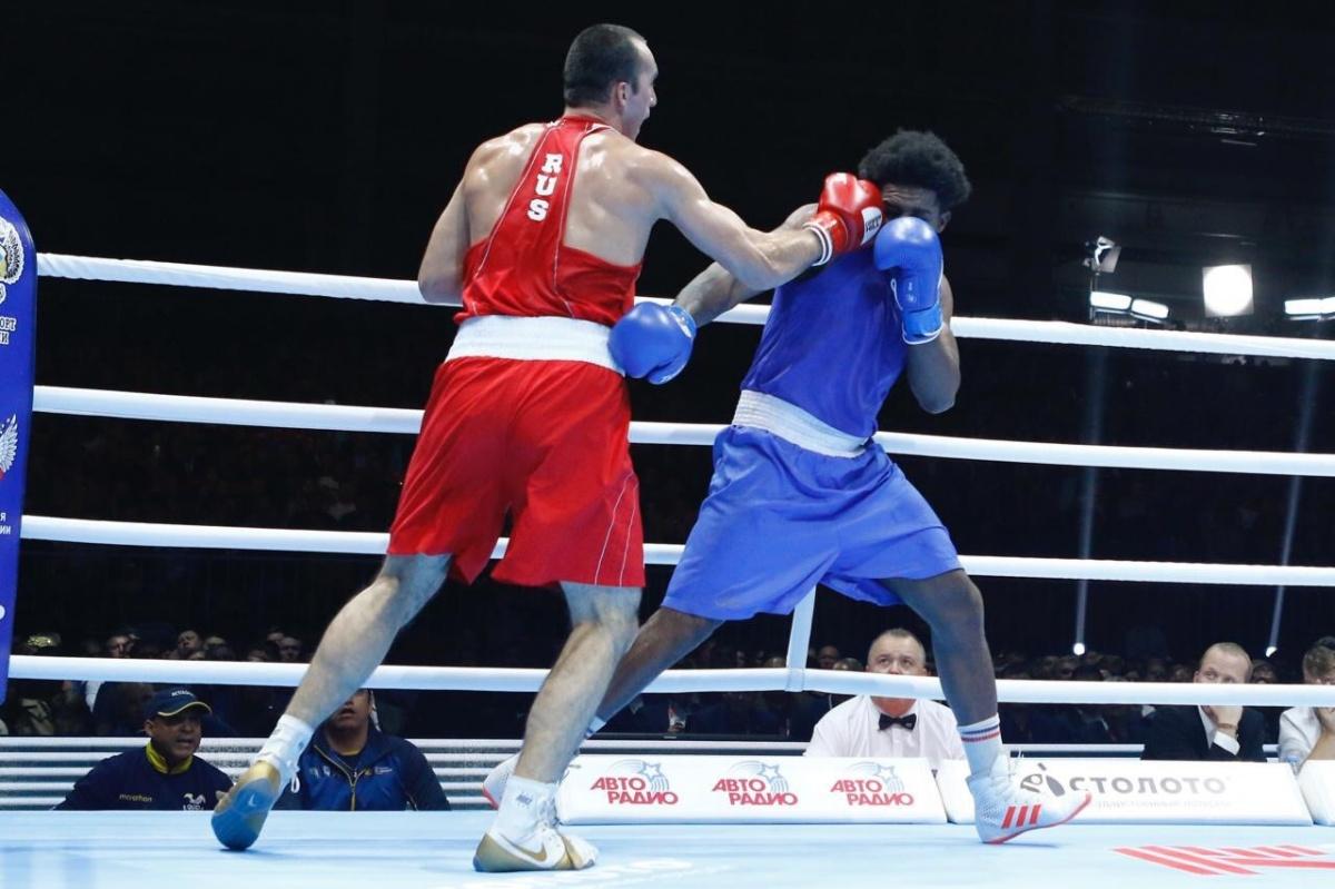 Муслим Гаджимагомедов уверенно победил эквадорца