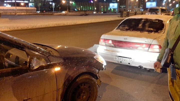 Новая автоподстава: новосибирец отдал на месте 12000после ДТП на кольце Фрунзе — Ипподромская. Видео