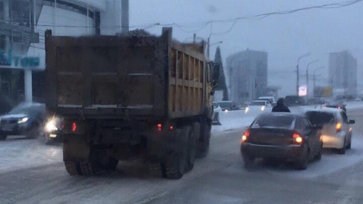 Улица Партизана Железняка встала в пробку из-за двух ДТП