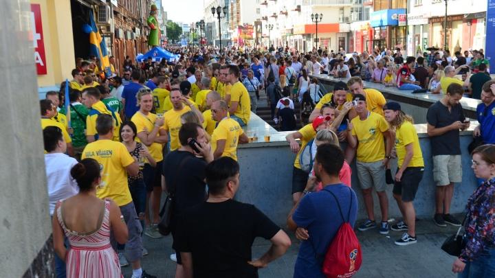 Успевайте на этот праздник: как гуляют иностранные фанаты перед последним матчем ЧМ в Екатеринбурге