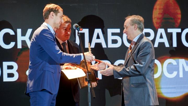 Омский педагог получил премию Минобрнауки за лабораторию по изучению микроорганизмов