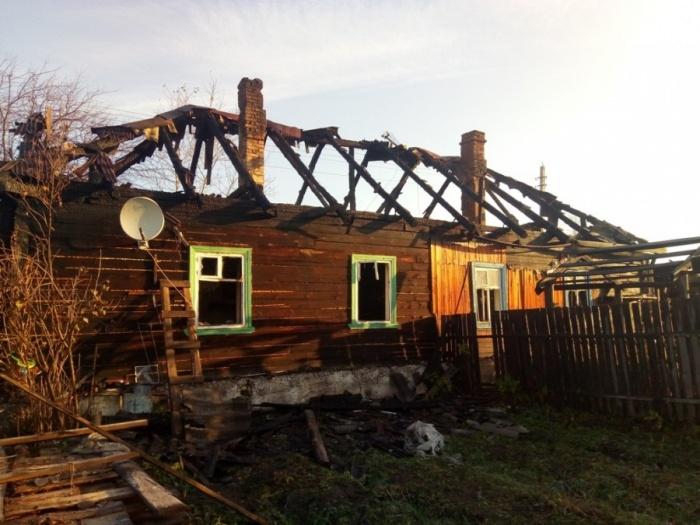Когда дом загорелся, в нем были двое детей, их мать и дед