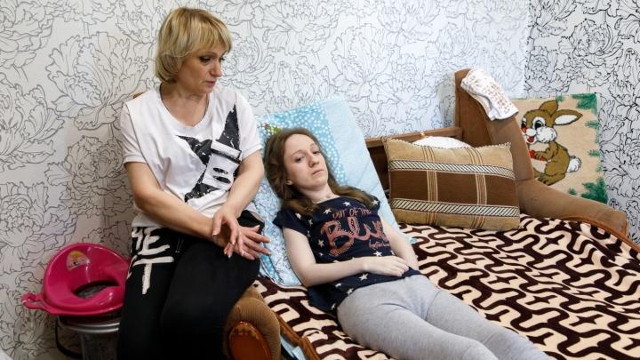 «Силенок нет, но карабкаемся»: волгоградку с неизвестной болезнью стараются вернуть к прежней жизни