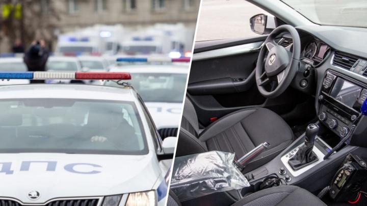 «Шкодный» автопарк: в Тюмень привезли необычные легковушки, которые вручат полицейским