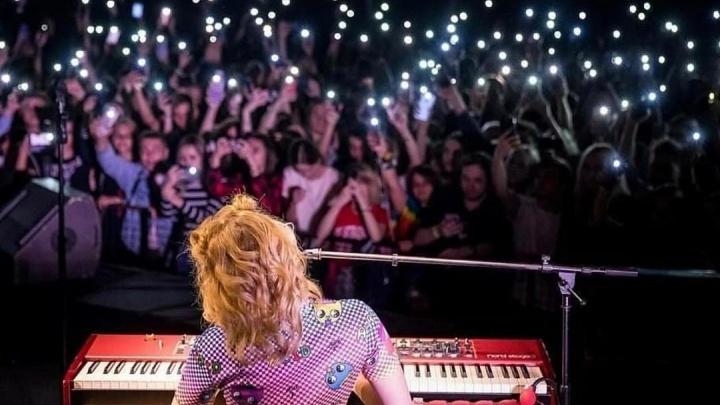 «Она там жива вообще?» Концерт Монеточки в Нижнем Новгороде перенесли из-за болезни певицы