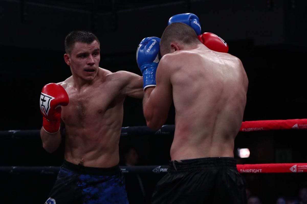 Александр Саночкин решением судей победил голландца Мерлея Званенберга