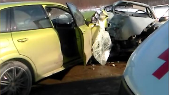 В лобовом столкновении под Нижними Сергами погиб человек, ещё трое пострадали
