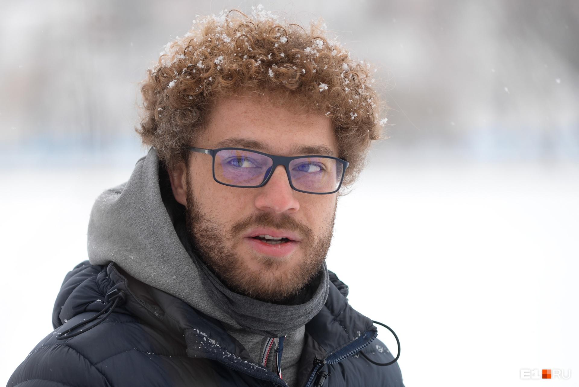В Екатеринбург он прилетел всего на один день и писать какие-то разгромные репортажи в этот раз не планировал