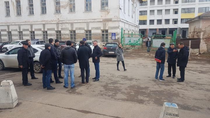 300 жителей многоэтажки в центре Уфы остались без горячей воды из-за долгов застройщика