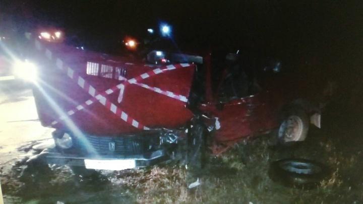 Один погиб, двое — в больнице: в Тольятти лоб в лоб столкнулись два отечественных автомобиля
