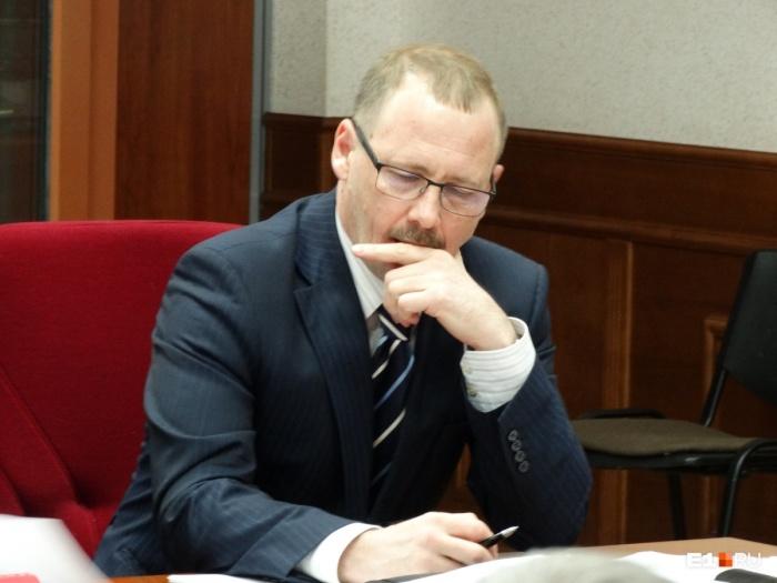 Сергей Колосовский специализируется на уголовном праве. Многим екатеринбуржцам он известен как адвокат,  защищавший «очкарика»  Влада Рябухина