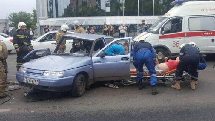 Пассажира вырезали из салона: на Ново-Садовой ВАЗ-2110 столкнулся с Audi