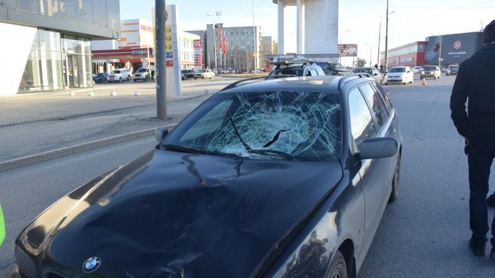 На Уралмаше водитель BMW насмерть сбил пешехода