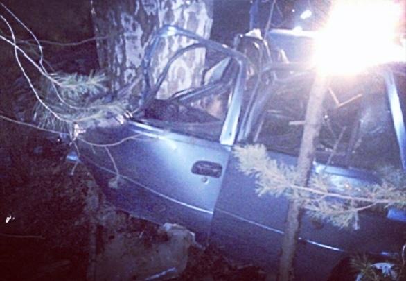 Не удержал машину на спуске: в Уфе Nexia протаранила дерево