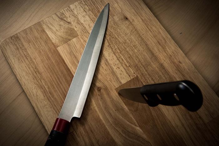По версии обвинения, подросток несколько раз ударил женщину ножомв шею, спину и грудь