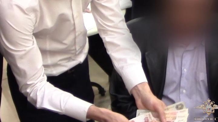 Видео: задержание лжегенерал-майора в Уфе
