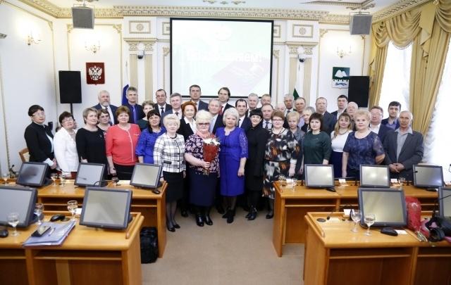 Почетные грамоты Курганской облдумы получили 16 зауральцев и 17 трудовых коллективов