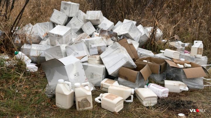 «Убирать пока не будем»: в Волгограде пойму реки Царицы губят свалки китайских химикатов