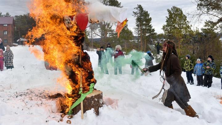 Праздник в режиме онлайн: в парке «Таганская слобода» сожгли Масленицу