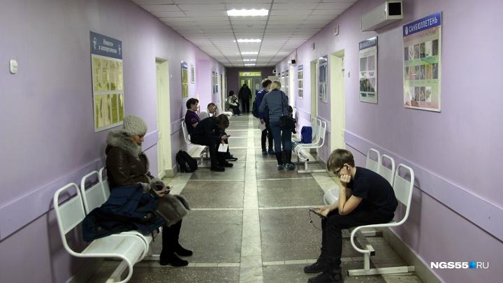 В Омске назвали лучшую поликлинику. Мы съездили на неё посмотреть