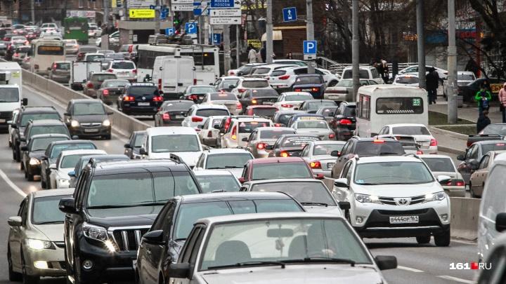 Праздничный парад обернулся для Ростова многокилометровыми пробками