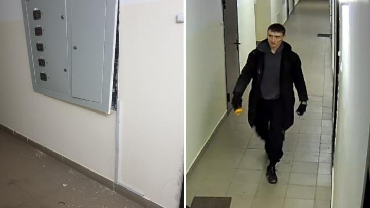 Двое украли кабель из новостройки на Лесопарковой и попали на видео