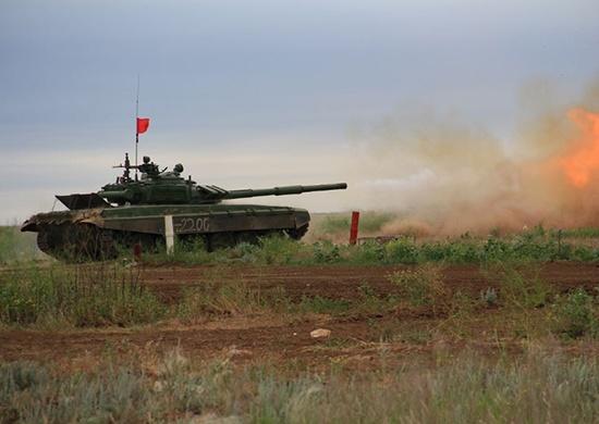 Волгоградские танкисты расстреляли ночные мишени