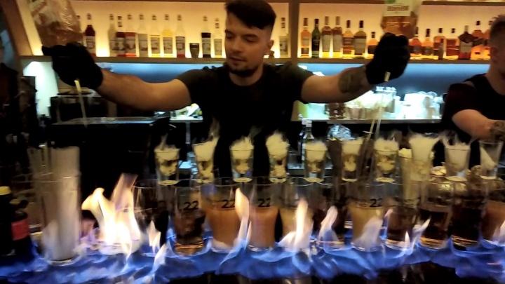 На открытии модного бара подожгли барную стойку