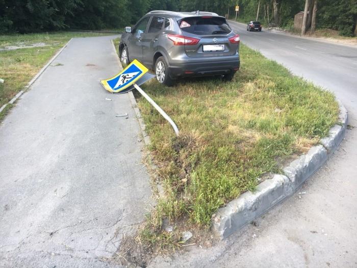В ДТП пострадал и дорожный знак