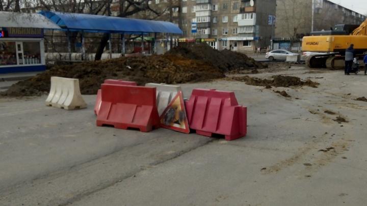 «Из подъезда не выйти»: маршрутки начали гонять по дворам из-за коммунальной аварии на ЧТЗ