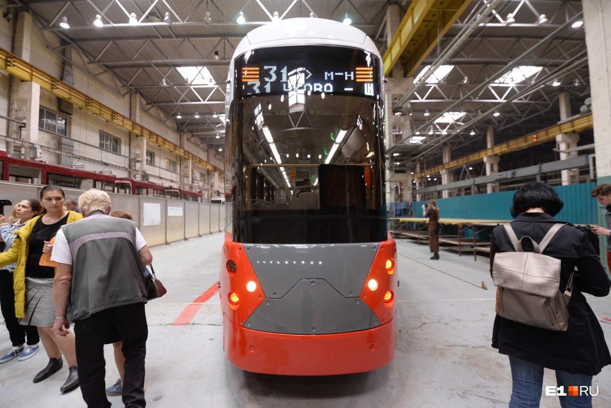 Уралтрансмаш показал новый трамвай, который считает пассажиров и следит за здоровьем водителя