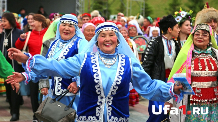Уфимский хоровод в национальных костюмах попал в Книгу рекордов России