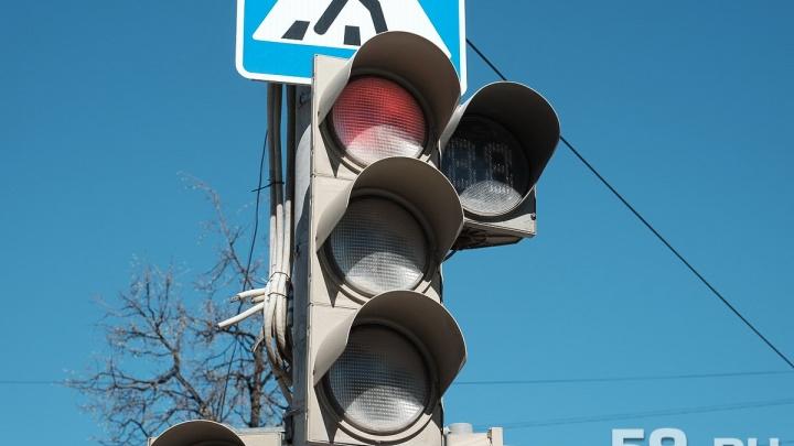Пробки будут больше? В Перми отключат светофор перед ремонтируемым Коммунальным мостом